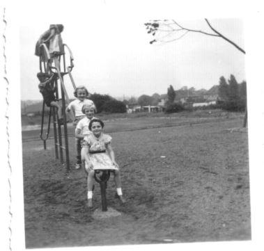 1955_E_Spielplatz_Ruhrallee_1-netz